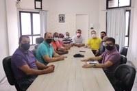 A Câmara Municipal de Baixo Guandu – ES, na pessoa do seu Presidente Leandro Gomes da Cruz, recebeu no Legislativo Municipal, na manhã desta sexta-feira, dia 28, a visita do Deputado Estadual Renzo Vasconcelos, que esteve em visita à Casa Legislativa.